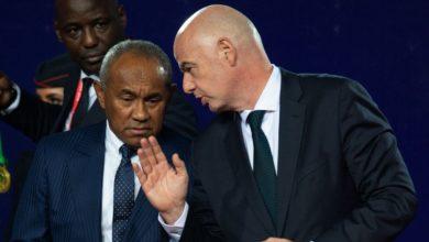 صورة الفيفا توقف رئيس الكاف أحمد أحمد 5 سنوات بسبب قضايا فساد
